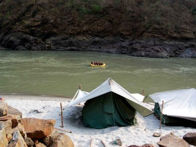 1503751976_a_camp_site_by_the_ganga_rishikesh
